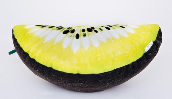 Poduszka dekoracyjna w kształcie ćwiartki z motywem kiwi.