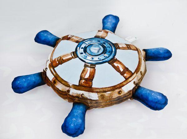 Poduszka dekoracyjna ster, realistyczna kształt i grafika.